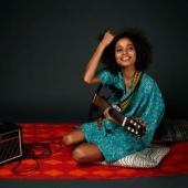 One Love Nneka fot. Hugues Lawson Body
